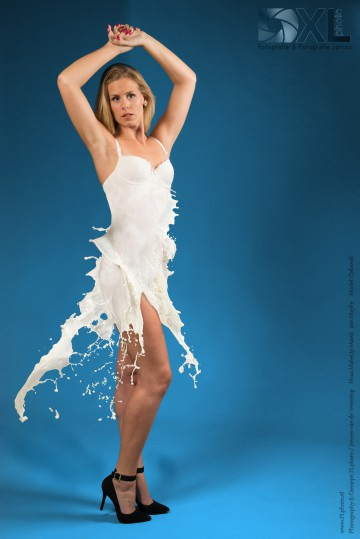 www.XLphoto.nl-Deborah-mixed-materials-milk-dress-final-web-version